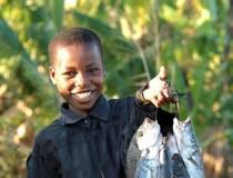 Mädchen mit Fischen, Malawi.  © Ministry of Tourism, Wildlife and Culture, Malawi